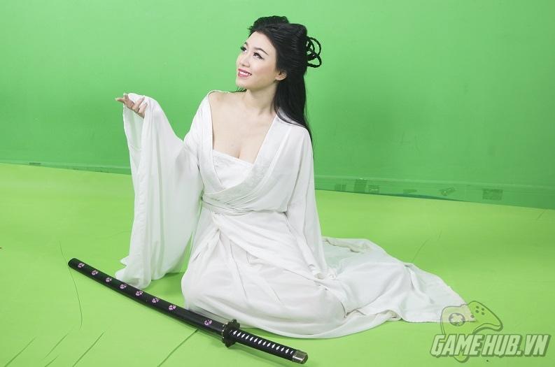 Lộ ảnh hậu trường Linh Miu cosplay Cô Cô siêu sexy