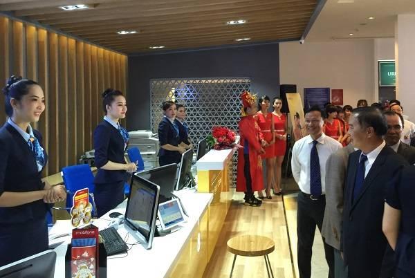 ... 80 Nguyễn Du, Quận 1, TP.HCM . . MobiFone - Khai trương cửa hàng bán lẻ  công nghệ đầu tiên ở TP.Hồ