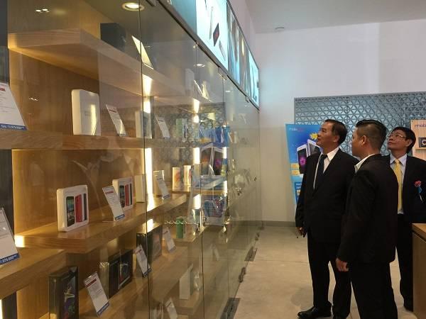 MobiFone - Khai trương cửa hàng bán lẻ công nghệ đầu tiên ở TP.Hồ Chí Minh
