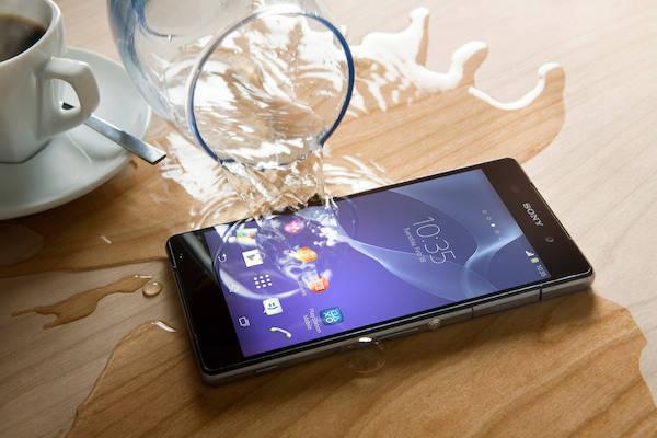 Tổng hợp cách xử lý khi điện thoại bị rớt xuống nước