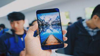 5 smartphone cao cấp nói không với giắc cắm tai nghe 3,5 mm