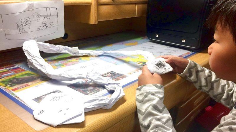 Cậu bé chơi bìa giấy, ông bố tâm lý và câu chuyện rơi nước mắt về Nintendo Switch