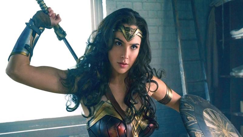 Được khen nức nở, bom tấn Wonder Woman trở thành cứu nhân của DC?