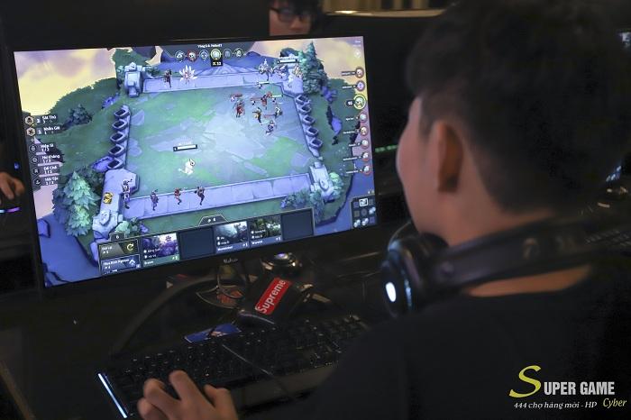 """IMG9506 Theo chân Hau Zozo đến trải nghiệm Super Game - cyber siêu """"khủng"""" đạt chuẩn 5 sao tại Hải Phòng"""