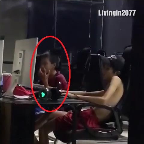 Cộng đồng mạng phẫn nộ trước hình ảnh cậu bé ăn xin ngoài đường để lấy tiền chơi net