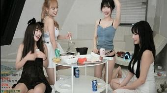 """Một lần """"bay màu"""" kênh chưa tởn, 4 nữ streamer Hàn Quốc tiếp tục diễn trò """"lố lăng"""" ngay trên sóng"""