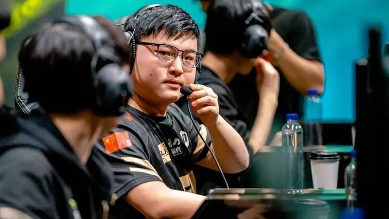 moba, lol, liên minh huyền thoại, lmht, esports, game thủ pro, faker, game pc/console, skt t1, tuyển thủ chuyên nghiệp, game esports, game thủ trung quốc, lol mobile, rng, league of legends wild rift, giải nghệ, moba 2020, game pc/console 2020, game esports 2020, esports 2020, uzi, lmht: tốc chiến, league of ledgends, royal never give up, tuyên bố giải nghệ, game thủ giải nghệ, uzi giải nghệ