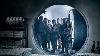 Army of The Dead: Netflix nhá hàng trailer cực chất cho phim zombie mới